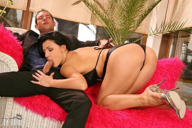 Шлюха В Кожаном Купальнике Отжигает Порно И Секс Фото Фетиша