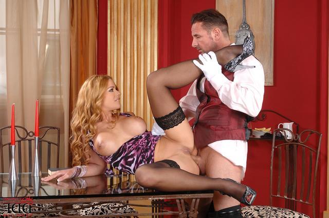 Секс официанта с посетительницей