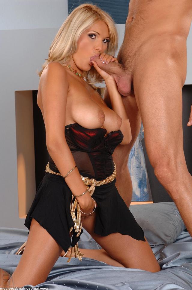 Постельные развлечения с блонди