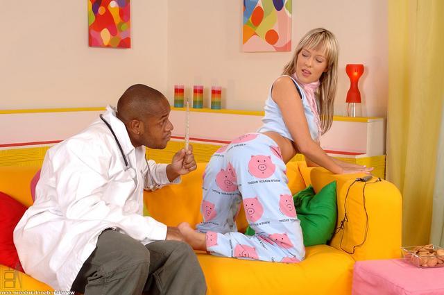 Доктор афро выеб свою клиентку