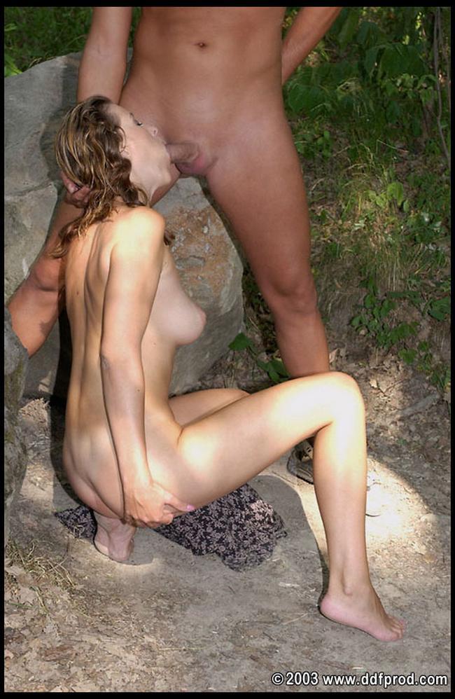 Взяла член у парня в лесу