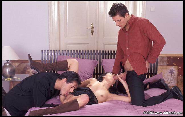 Телка Ванесса и ее пара парней