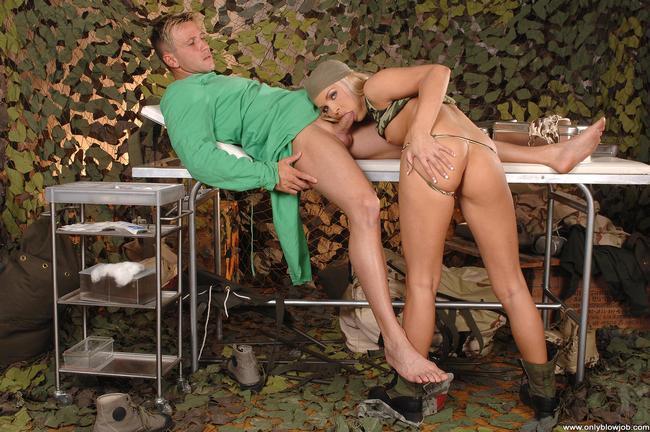 Военный доктор поимел классную блондинку