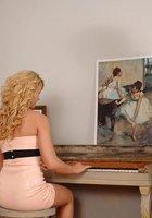 Поимел симпатичную пианистку