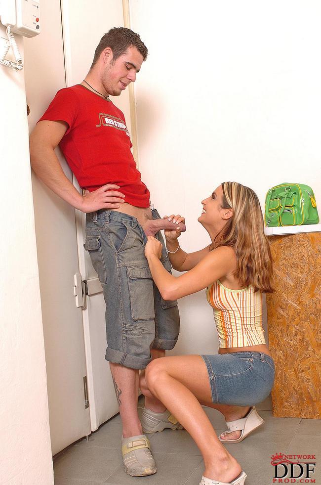 Квартирантка отдалась хозяину квартиры