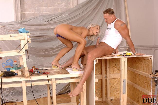 Смастерил для телочки секс-машину