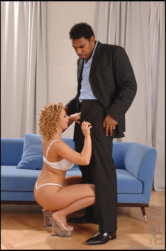 Афроамериканец оприходует рыжую Любу секс фото
