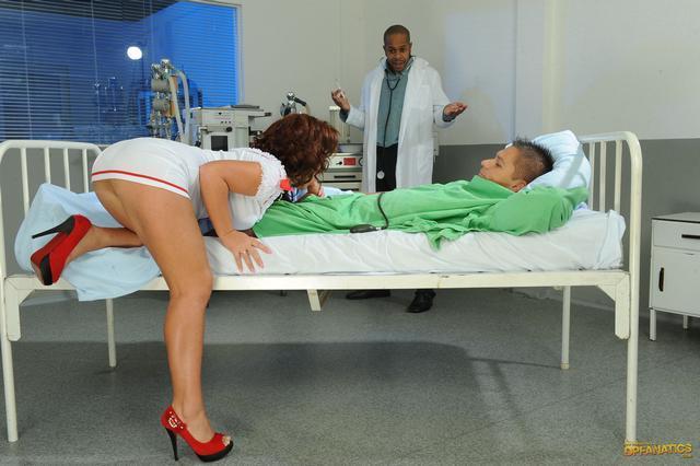 Лечение от возбужденной медсестры смотреть эротику