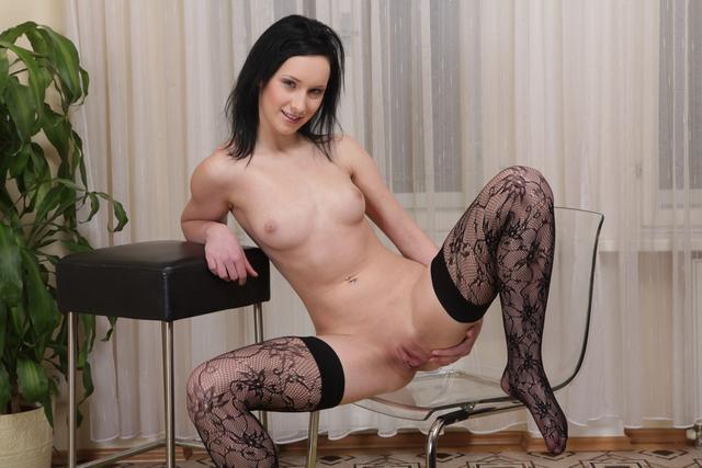 Русая порноактрисса развлекается херами и секс-игрушками