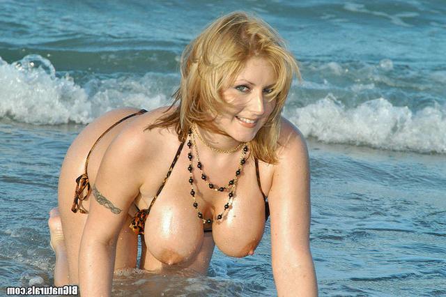 Красивую русалку раскрутили на шпили-вили