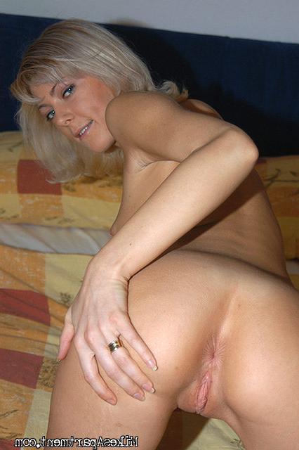 Роскошная Аля мастурбирует перед камерой