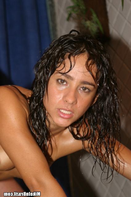 Сексуальная Валерия дает киску мужу