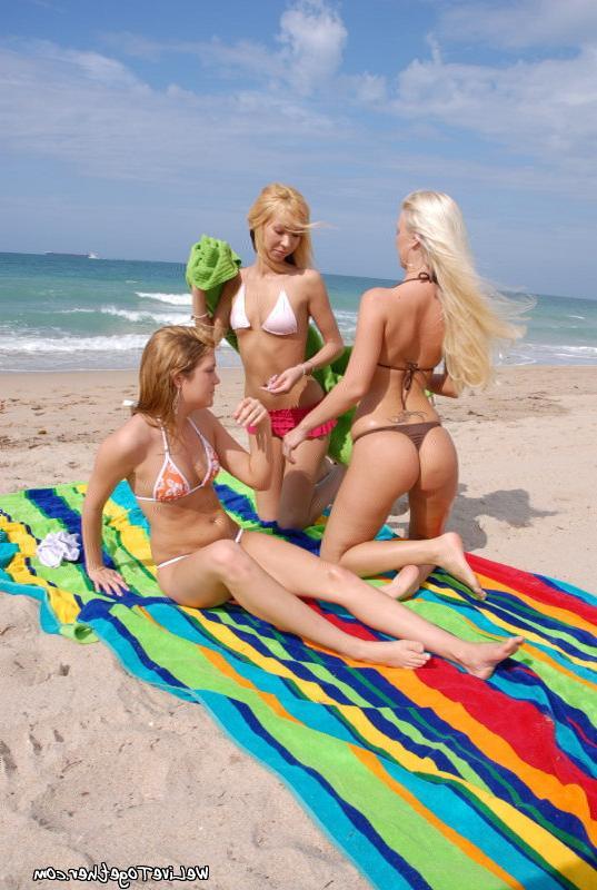 Наебались на пляжном одеяле