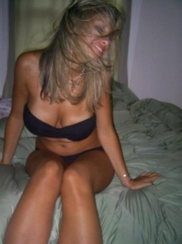 Смуглая Оксана очаровывает сексуальностью