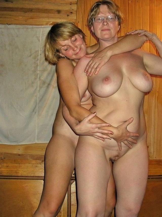 Пожилые супруги выставила напоказ красоты