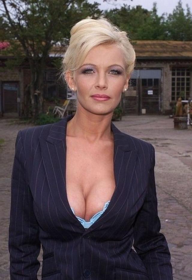 medosmotre-foto-porno-film-devushki-sozreli-angelina