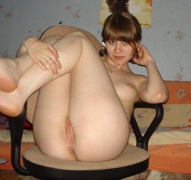 Проститутка Даша демонстрирует свою вагину