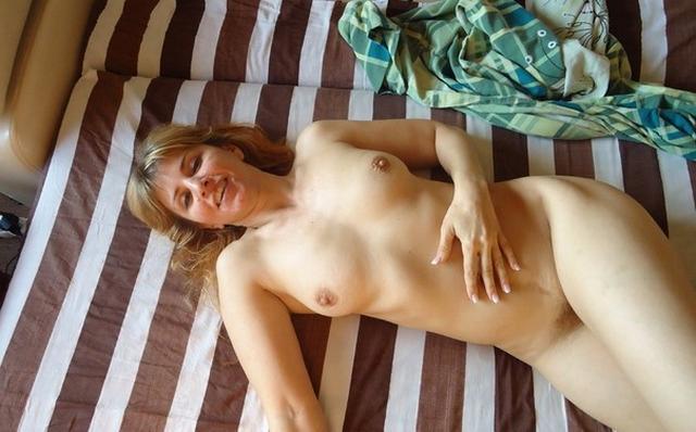 Тетки показывают красоты своего тела