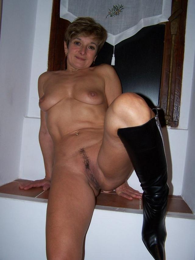 Ирина Игоревна работает девкой в баре