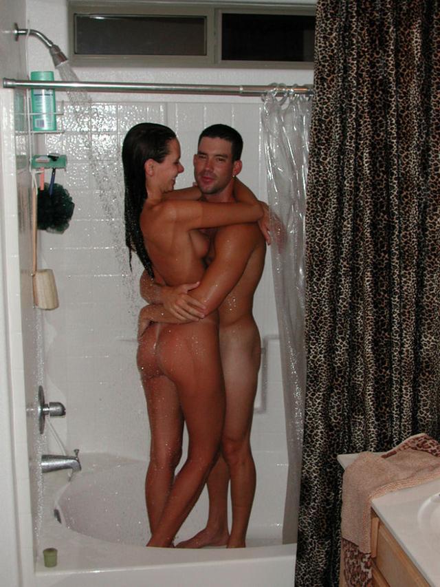 Влюбленная пара занята совокуплением смотреть эротику