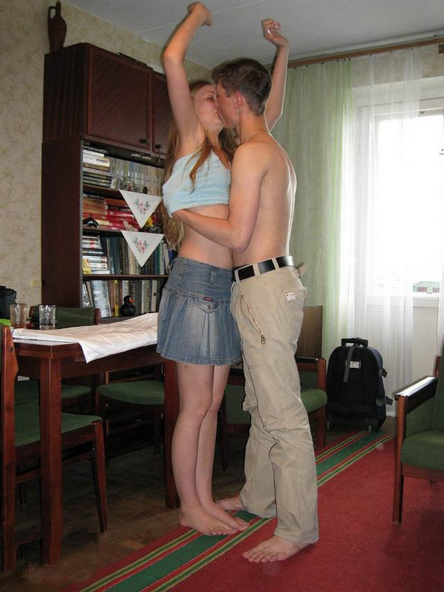Однокурсники занялись сексом дома