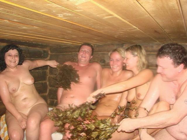 Устроили групповушку в бане