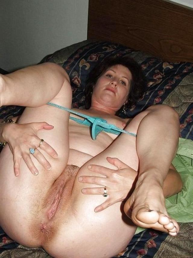 Порно онлайн подглядывает влагалище