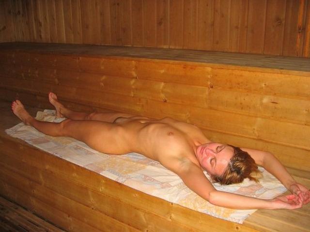 Шлюхи и шлюхи парятся в бане смотреть эротику