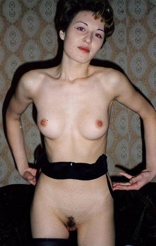 Эта модель с темными волосами слишком разошлась секс фото