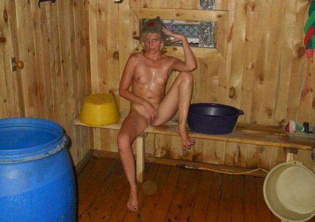 Глупая мокрощелка наделала интимных фото