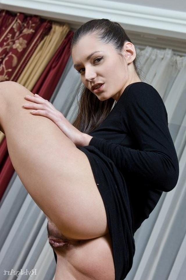 Татьяна совершенно голая и возбуждает