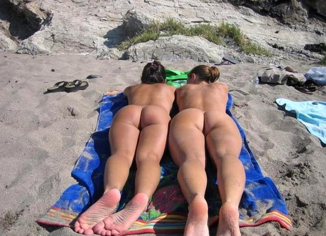 Пьяные девки разделись на пляже