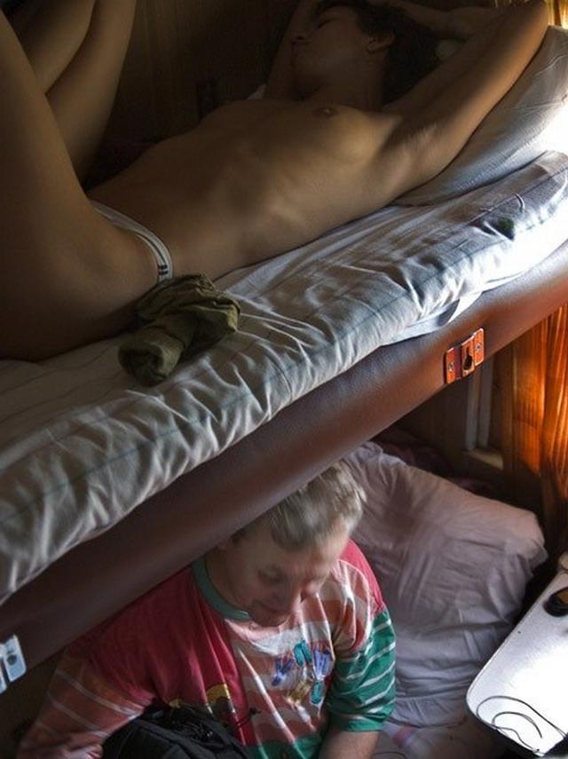 Сексуальные крошки в вагонном купе