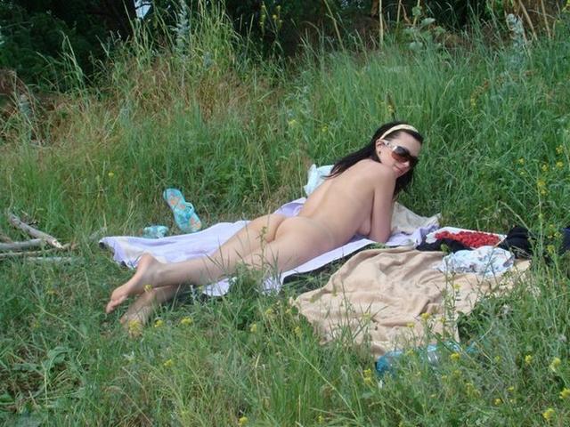 Нагая Елена на отдыхе