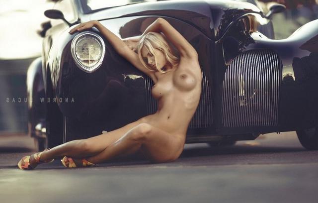 Изящная порно-модель на гламурных фото