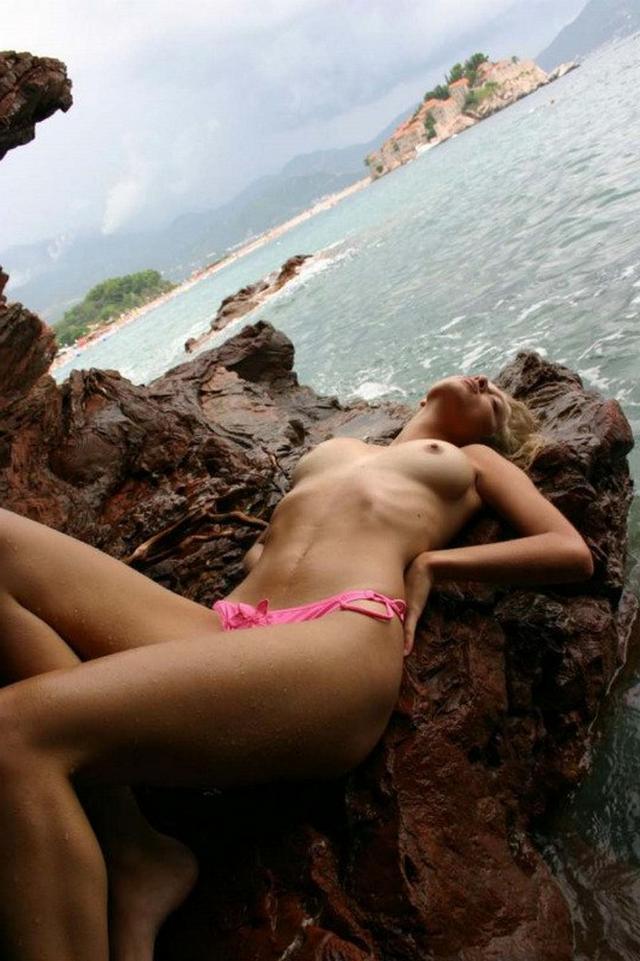 Марина позирует в голом виде
