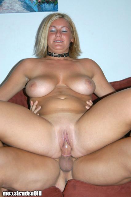 Блонди отимели в презервативе секс фото