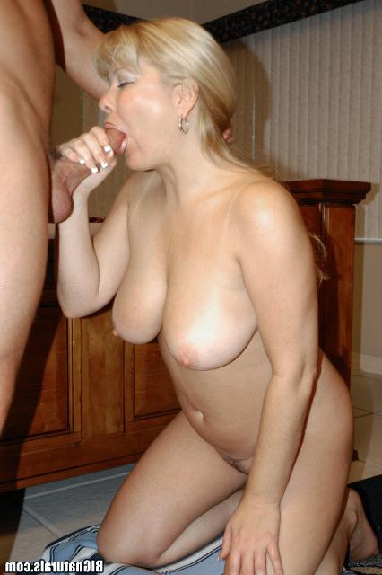 Поимел зрелую блондинку