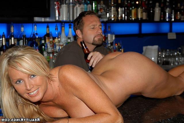 Сексуальные парнишки с 2-мя девками секс фото