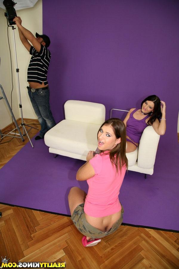 Оператор и осветитель отимели девок секс фото