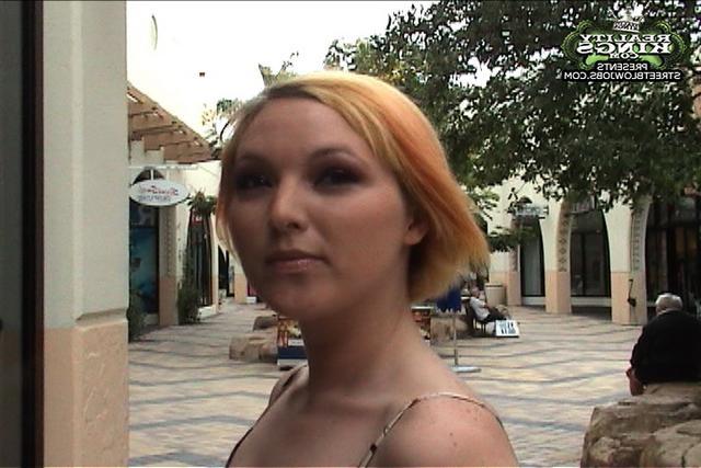 Наталья старается обласкать пенис парня секс фото
