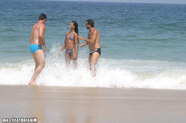 Ебутся под морскими волнами секс фото