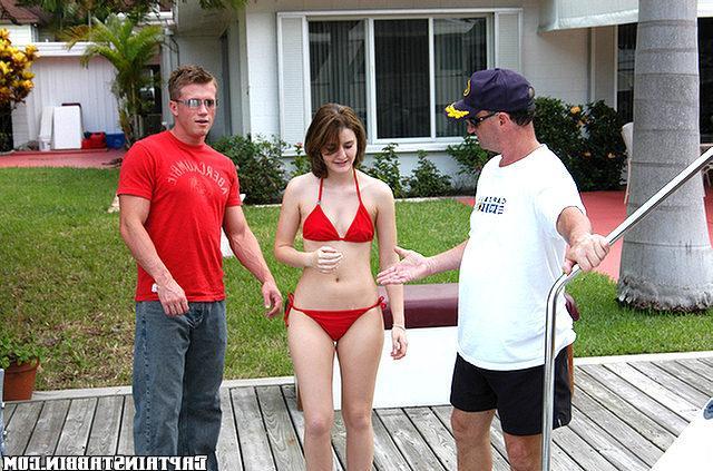Худенькая проститутка ублажает самцов