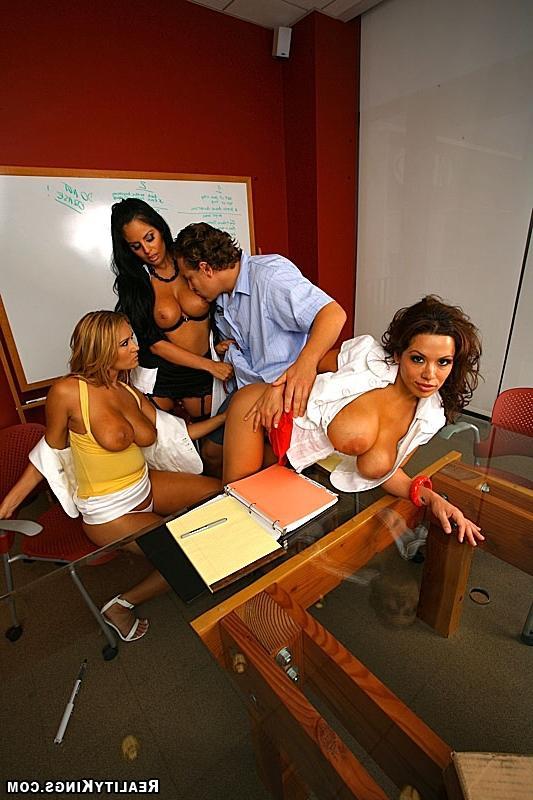 После семинара ублажили руководителя смотреть эротику