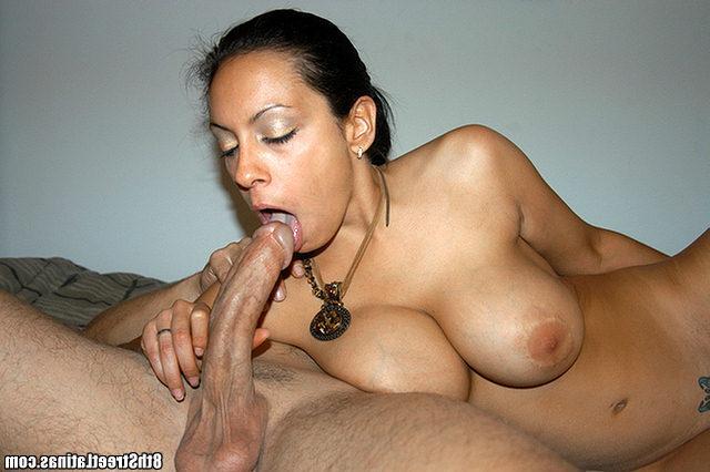 Еле обхватила губками большой член секс фото