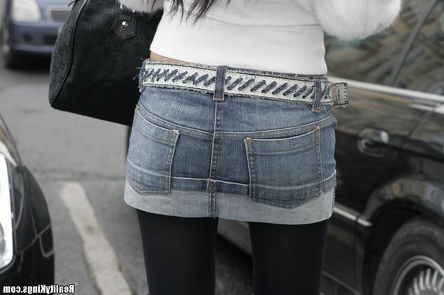 Совратил мадам в джинсовой юбочке