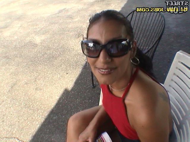 Няшка в красных бикини занялась сексом
