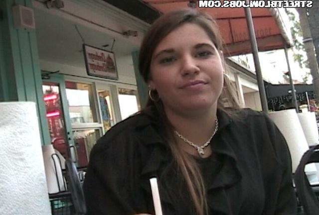 Алина удовлетворит клиента за доллары