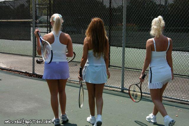 Девчонки в юбках оказались лесбиянками