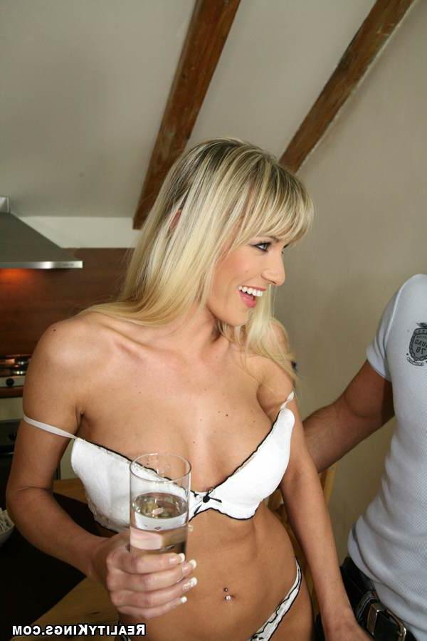 Коитус с сексуальной Натали в колготках
